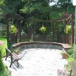 Кът в градината на комплекса