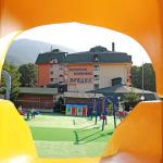 Пързалката на детската площадка